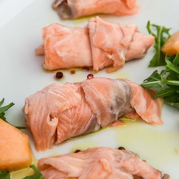 salmone marinato con pepe rosa